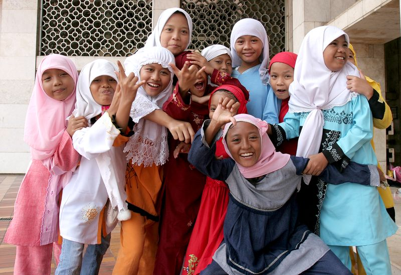 File:Muslim girls at Istiqlal Mosque Jakarta Indonesia.jpg