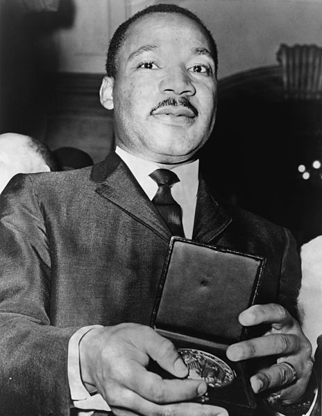 File:Martin Luther King Jr with medallion NYWTS.jpg