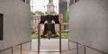 Liberty Bell and Independence Hall.jpg