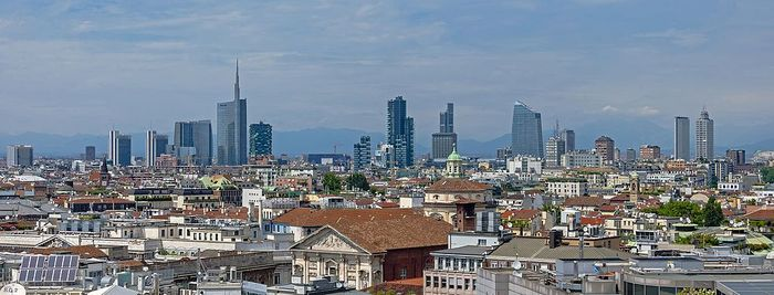 Milan skyline wide from Duomo roof.jpg