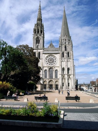 West facade Chartres Cathedral.jpg