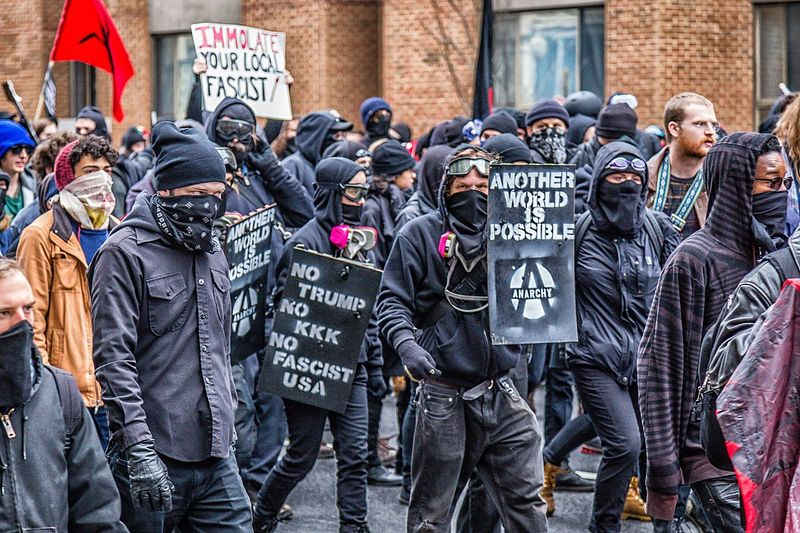 File:Anti-Trump anarchists, 2017.jpg